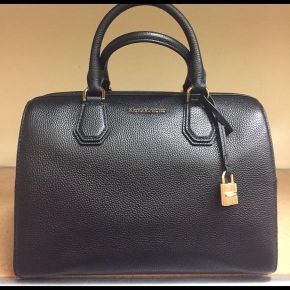 b7f72aaa6776 🎉Michael Kors Mercer Duffle handbag. M_591dff8913302ac884003e06