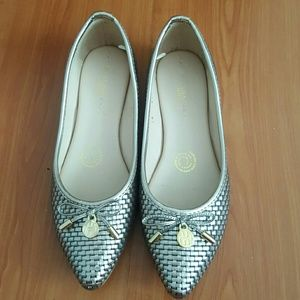 Hispana Shoes - Gold/bronze flats