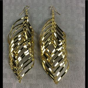 Jewelry - New Gold Large Twisted Earrings