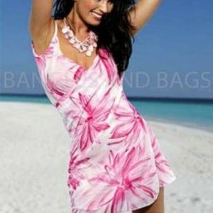 1679338b89 Saress cerise. A sarong to a beach dress