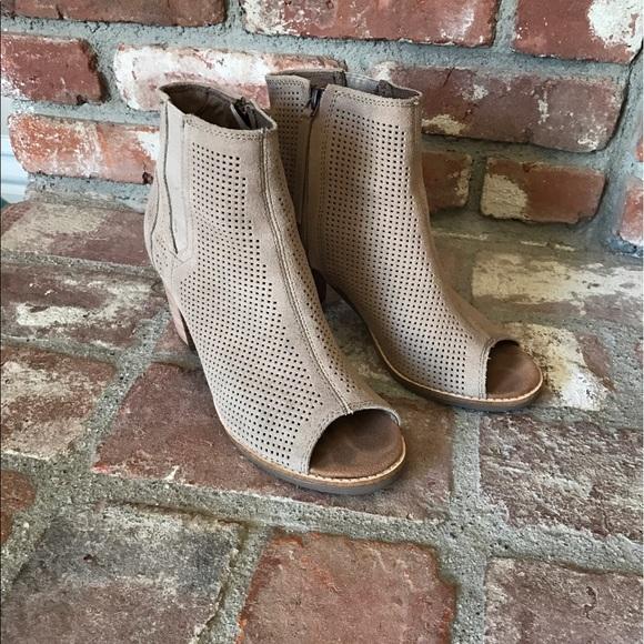 TOMS Shoes - Toms Majorca Suede Bootie Size 6.5