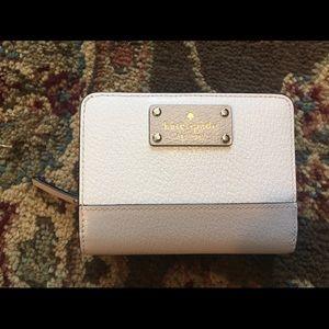 Kate Spade Wellesley wallet EUC