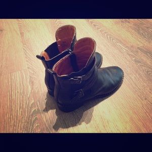 Kenneth Cole Shoes - Leather boots