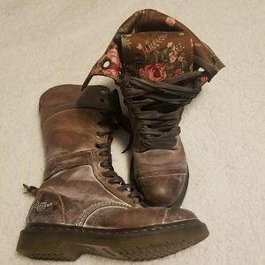 Dr. Martens Triumph 1914 Boots