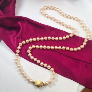 Vintage Jewelry - VINTAGE 80s Glass Pearl Bead Necklace