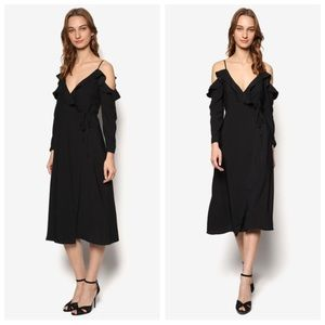 Topshop Dresses & Skirts - Topshop Black Ruffle Midi Dress