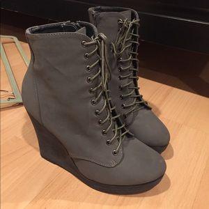 Deena & Ozzy Shoes - GRAY WEDGE BOOTIES