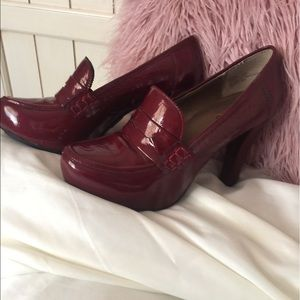 me too Shoes - Me Too! Gorgeous Red Patent Leather Heels