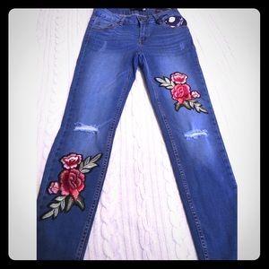 """Denim - 🎉HP!🎉Vintage-inspired"""" Rose Embroidered jeans"""