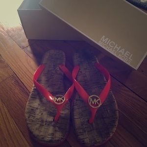 MICHAEL KORS jet set jelly flip flops