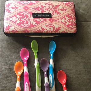 Munchkin Other - Baby items; wipe case and spoons
