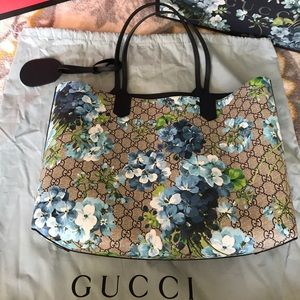 ca0f2c5d05d Gucci Bags - Gucci GG blooms leather tote reversible blue.