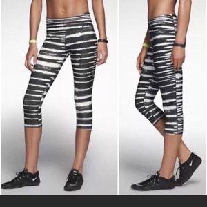 Nike Pants - 😍Nike Legend 2.0 Tiger Printed Capris