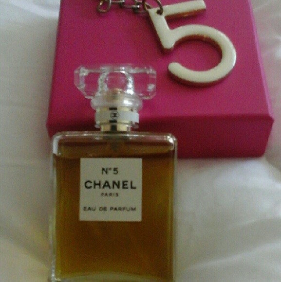chanel chanel no 5 parfum no 5 keychain from. Black Bedroom Furniture Sets. Home Design Ideas
