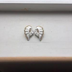 Jewelry - beautiful vintage milky white clip earrings