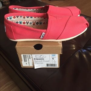 🆕Spiced Coral Classic TOMS