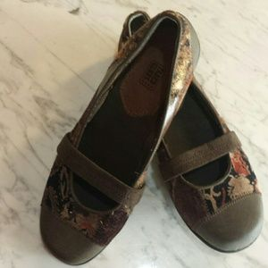 Brown tapestry flats