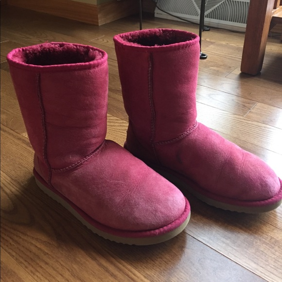Classic low cut pink/cranberry Uggs. Size 7