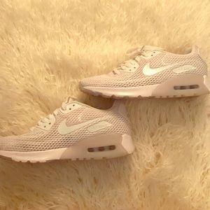 Women's Nike Airmax 90