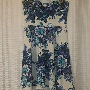 Boutique Dresses & Skirts - Adorable blue and white strapless dress.