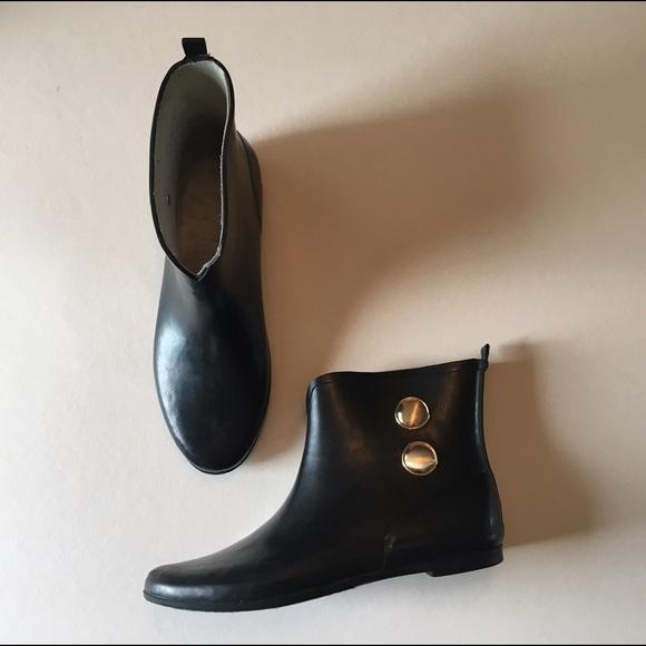 68 off merona shoes bogo 50 black rubber ankle rain boots from ms 39 s closet on poshmark. Black Bedroom Furniture Sets. Home Design Ideas