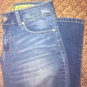 Indigo Rein Denim - Medium wash skinny jeans!