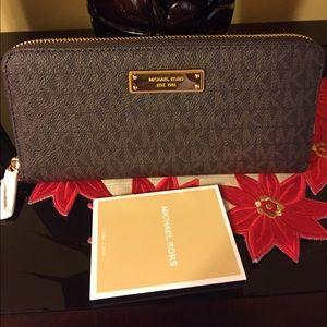Michael Kors Handbags - 🆕‼️Michael Kors Jet Set Wallet‼️