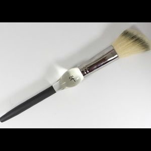 It cosmetics Other - IT heavenly luxe French Blush brush New