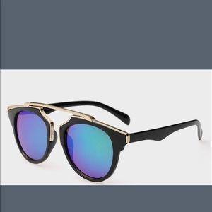 Illesteva Accessories - Beautiful sunglasses for the summer