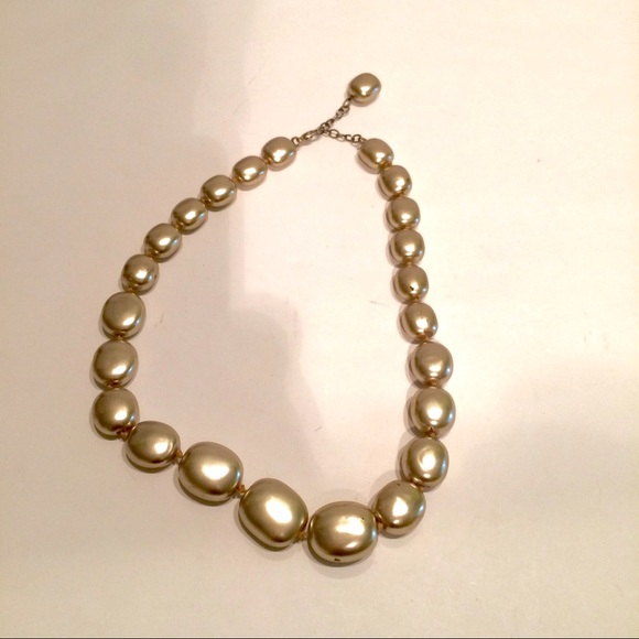 ann taylor elegant yet simple gold necklace great for