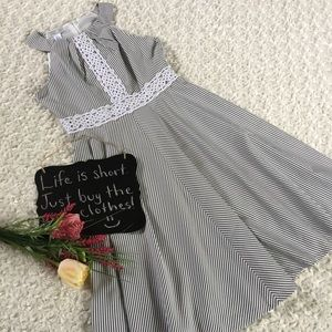 London Times Dresses & Skirts - London Times gray and white striped dress