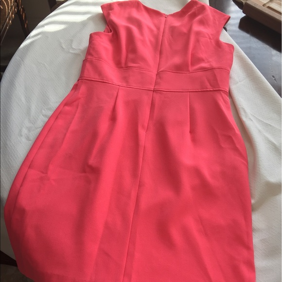 Coral dress with gold accent necklace nwot 12 from whitney for Jewelry to wear with coral dress