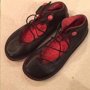 Camper Shoes - Camper size 35 super cute black leather shoes