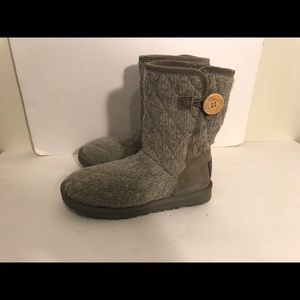 UGG Shoes - Ugg mountain quilted size 6 grey