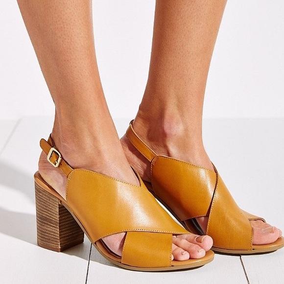 22deb2a36 Seychelles Treasure Hunt Blocked Heel Sandals. M 591faf81bf6df5e9a70235cb