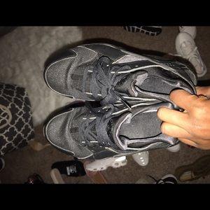 Nike Shoes - Black huaraches