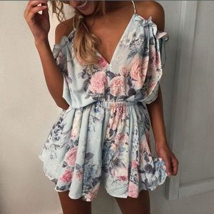 Other - 💟 FLASH SALE 💟 FLORAL RUFFLE ROMPER