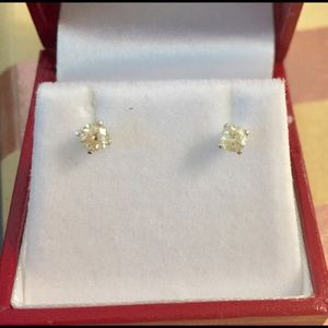 Jewelry - Diamond Stud Earrings in 14k white gold