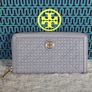 Tory Burch Handbags - NEW TORY BURCH BRYANT QUILTED ZIP WALLET
