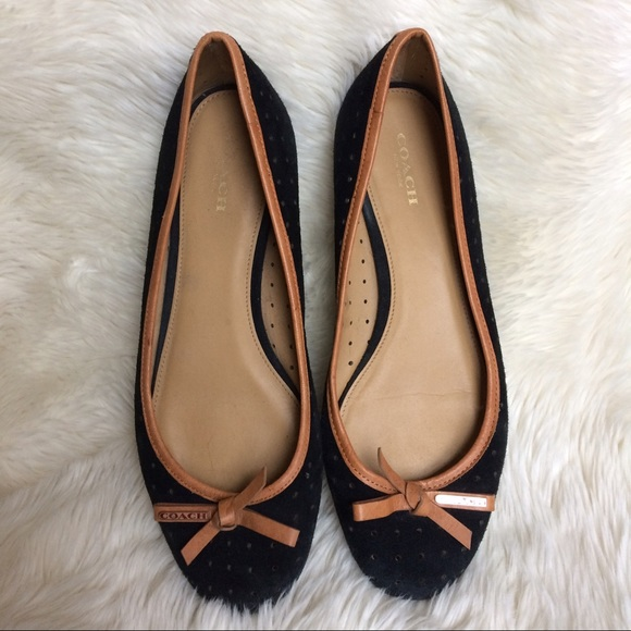 60c5f7e2ebed Coach Shoes - EUC Authentic Coach Black Tan Flats from Macys Sz8
