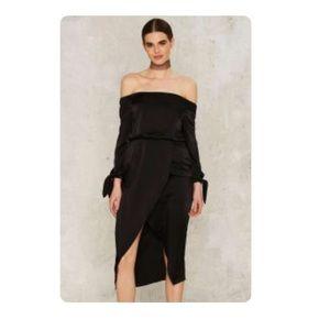 Lavish Alice Dresses & Skirts - Lavish Alice Crawford Off The Shoulder Dress