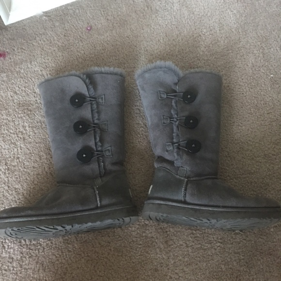 67 off ugg shoes euc grey uggs w buttons on side��� from