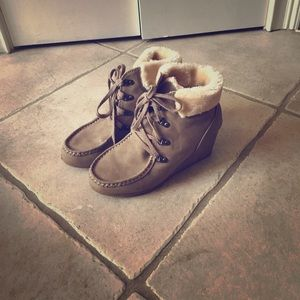 Adorable wedge fur top boots
