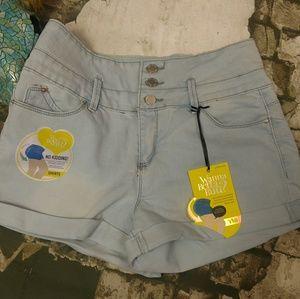 Pants - ‼️CLEARANCE‼️NWT Denim Jean Shorts 9