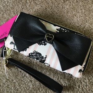 Betsey Johnson Handbags - 🎀NWT Betsey Johnson Floral Bow Doublezip Wristlet