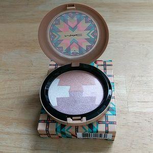 MAC Cosmetics Other - MAC Gleamtones Powder in LE Dunes At Dusk