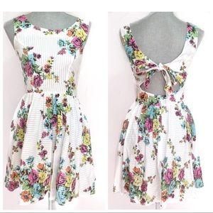 Topshop Dresses & Skirts - Topshop Floral summer dress