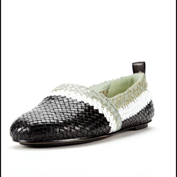 Buy second-hand HOUSE OF HARLOW loafers for Women on Vestiaire Collective. Buy, sell, empty your wardrobe on our website.