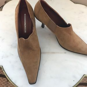Donald J. Pliner Shoes - NWOT Donald Pliner suede heels