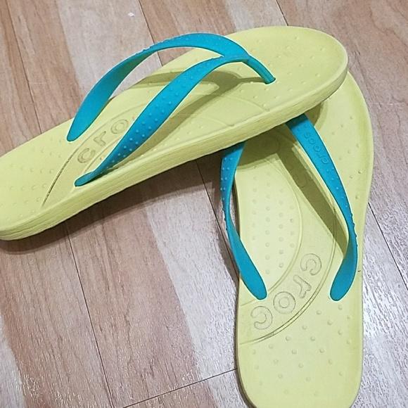 62ede8d12 CROCS Shoes - Crocs Women s Flip Flops Green Blue Size 8